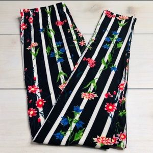 Pants - 🌹NWT SIZES 14-18 CUTE FLORAL PLUS SIZE LEGGINGS🌹
